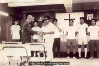 Sam Lau was receiving the prize after leading the students to do Kung Fu demostration in 1968